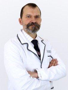 Doctor Carlos Núñez | Clínicas Diego de León