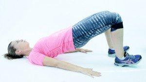 Ejercicios saludables en casa para fortalecer tus glúteos
