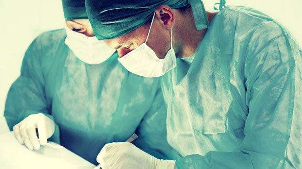 Entrevista con los cirujanos de Clínicas Diego de León