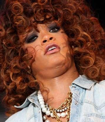 Famosas con Papada - Rihanna