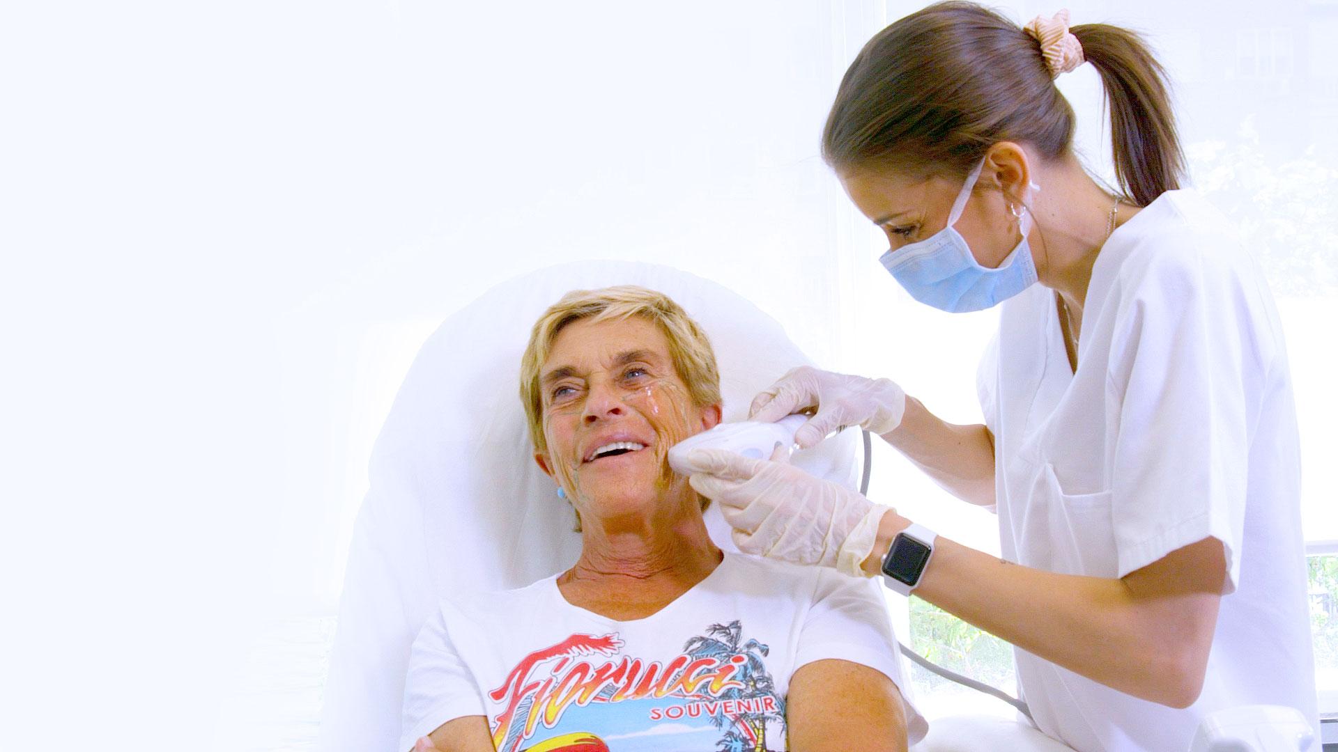 Chelo Garcías-Cortés renueva su rostro con un lifting sin cirugía